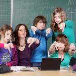 Schülerinnen gegen reaktionäre Bildungspolitik (Quelle: fotolia.de/contrawerkstatt)