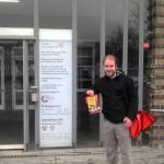 Björn Thoroe vor dem Jobcenter Kiel-Mitte (01.03.2012)